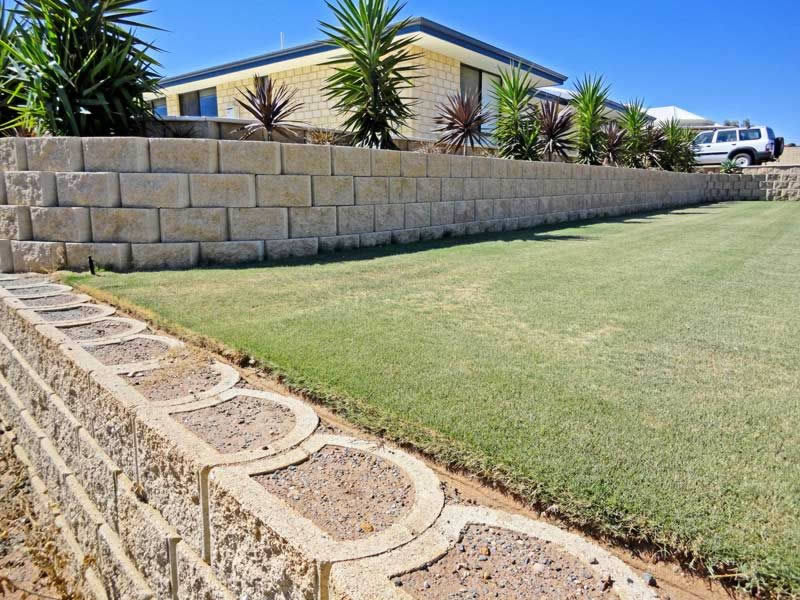 92014 how to build a strong diy retaining wall terraforce dsc01134 copy solutioingenieria Images