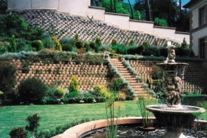 1998 CMA Award Winner in the Retaining Wall Category