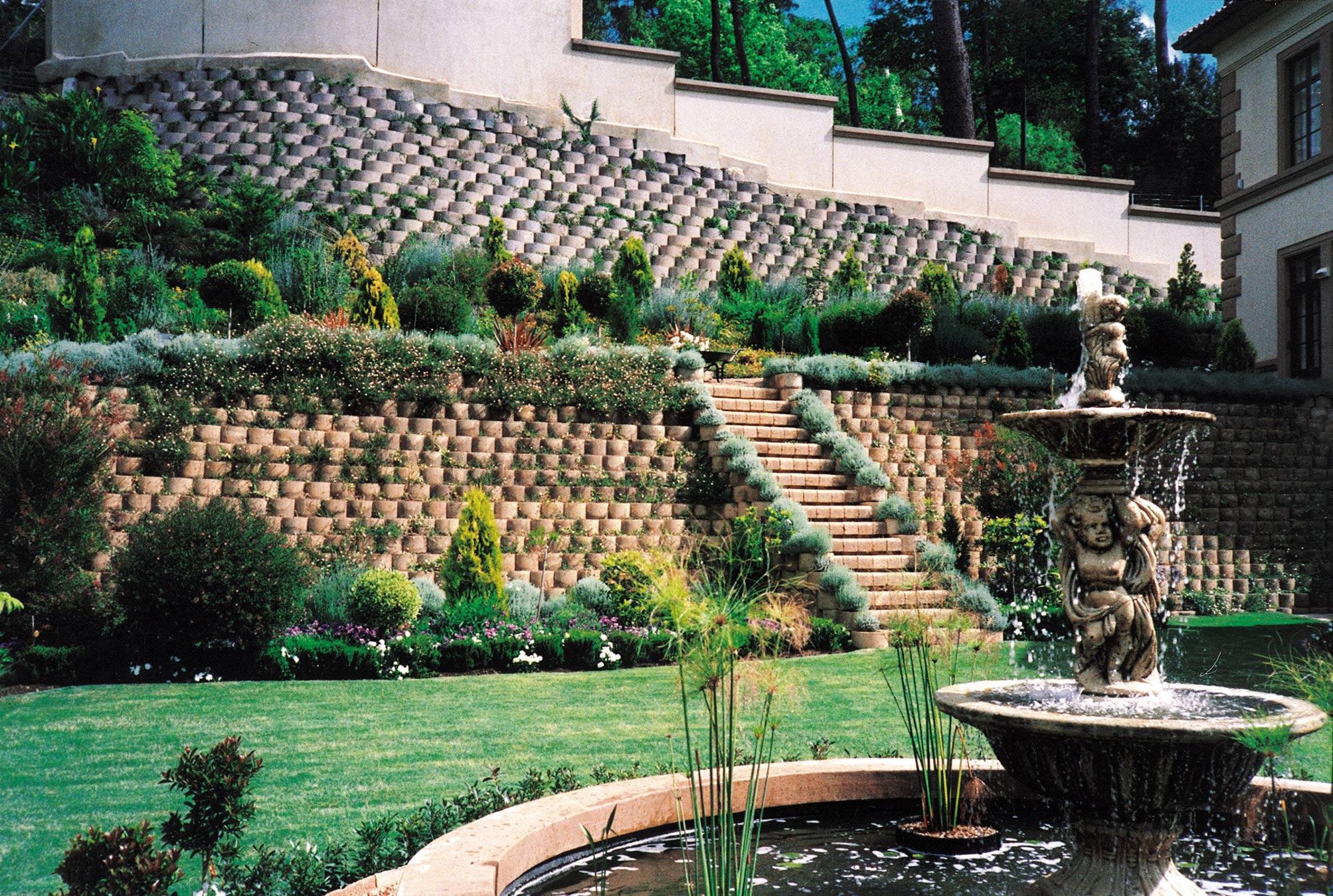 1998 CMA Award Winner in the Retaining Wall Category