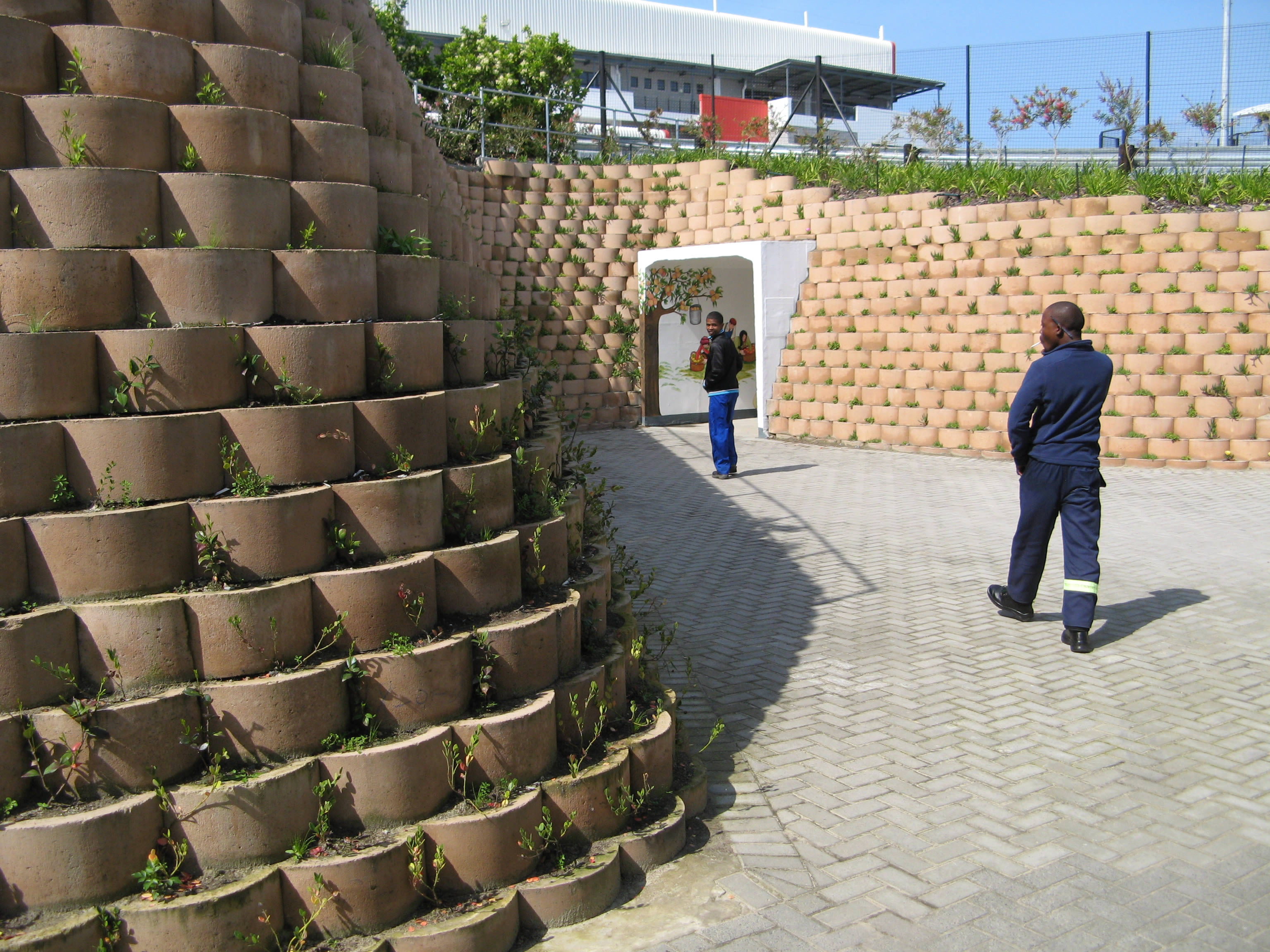 Heavy duty retaining wall with the Smooth Face block
