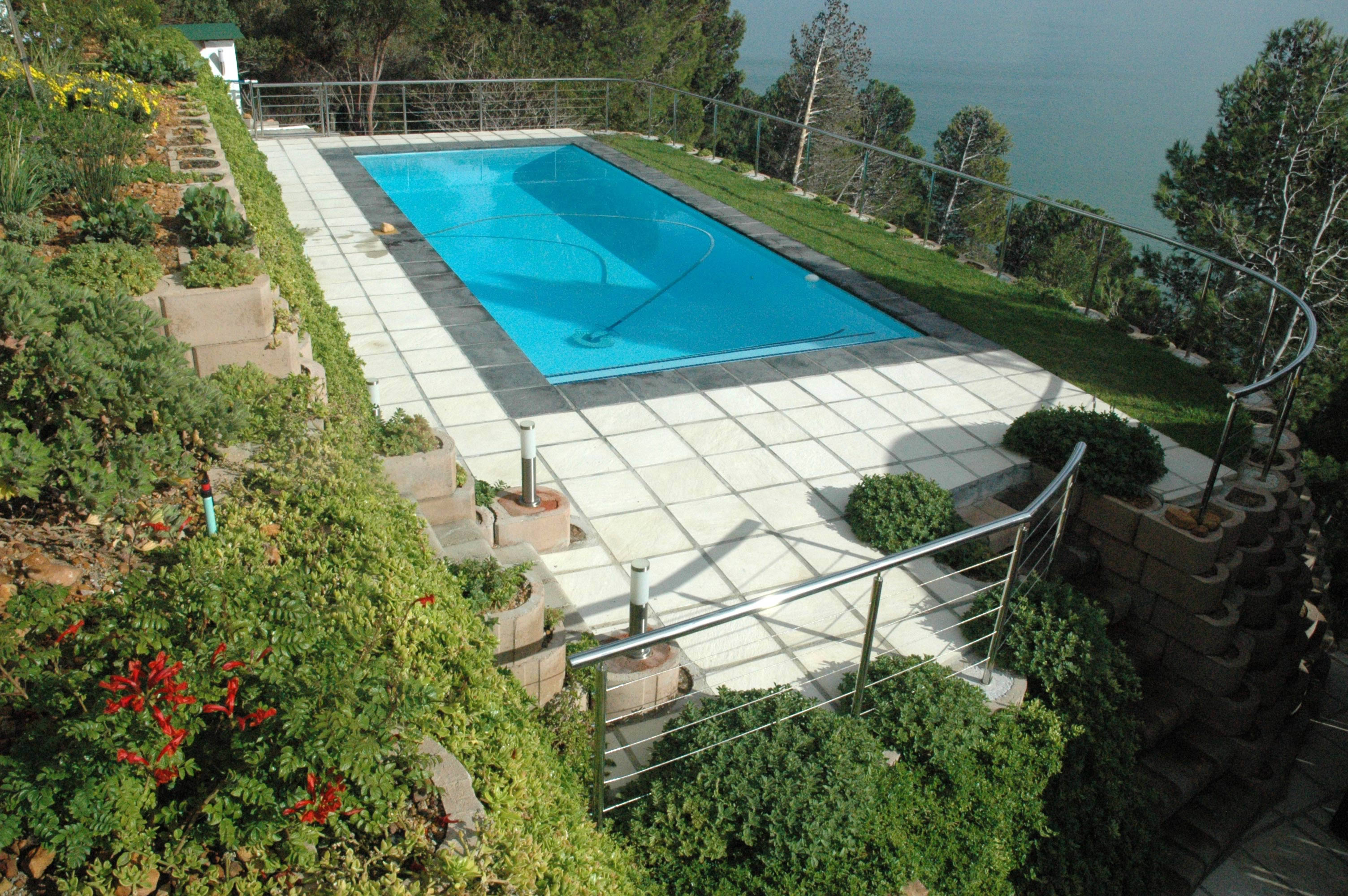 The Lower Terrace supports a Pool