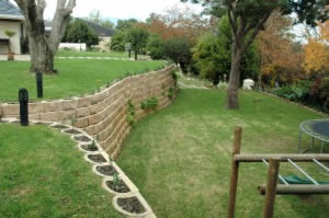 A Steep Garden Transformed with Retaining Wall Blocks