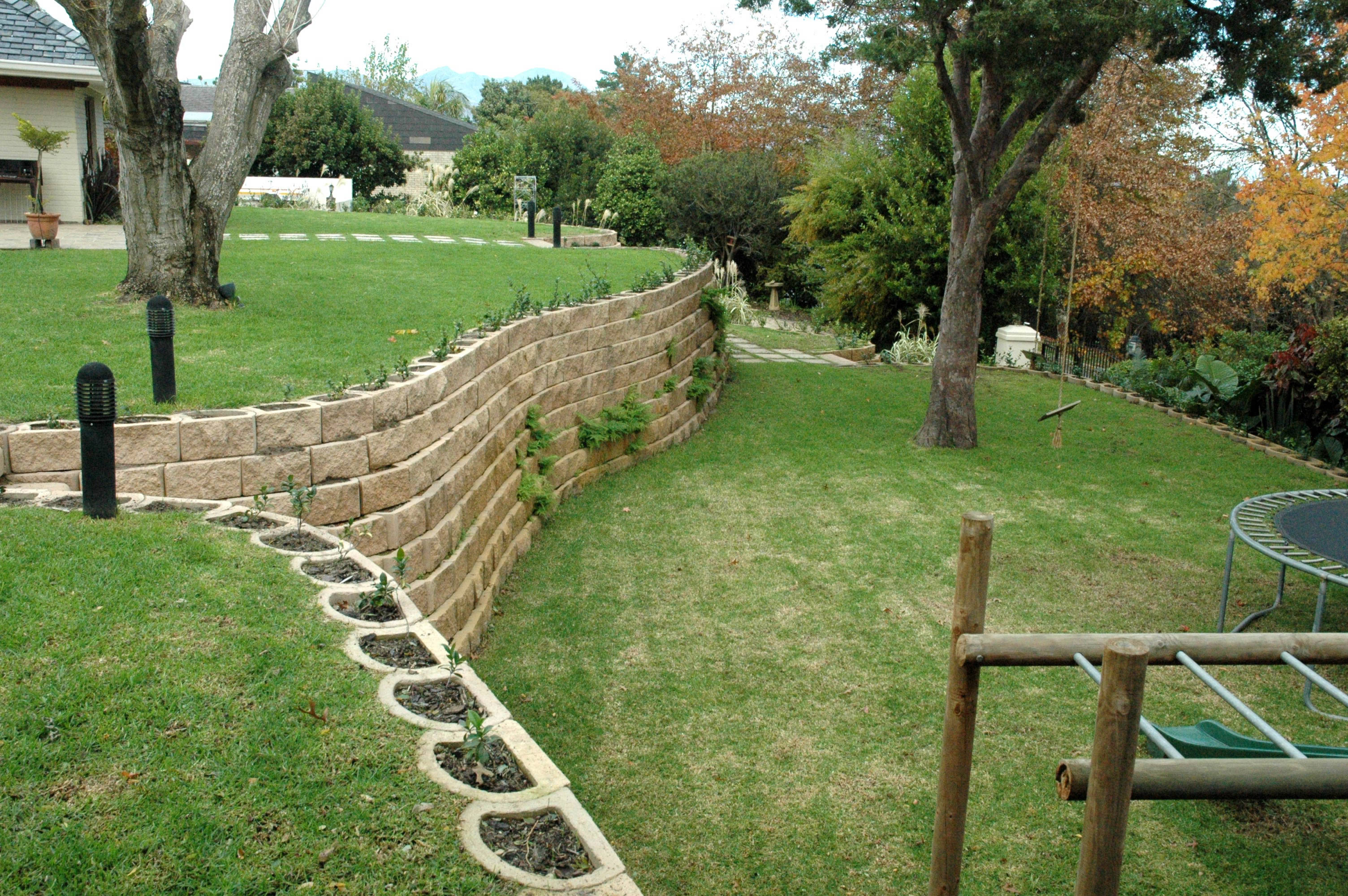 23 cozy lowes landscape blocks inspirations landscape ideas for Block wall landscape design