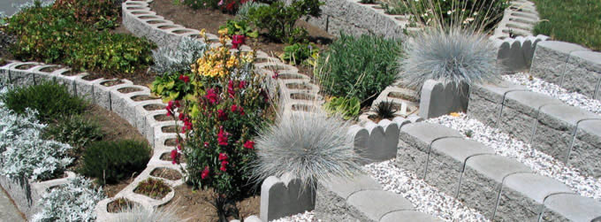 The Terralite block is great for curved or straight garden walls, flowerbeds and matching stairs