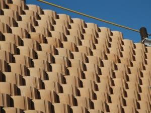 Close-up of the retaining blocks
