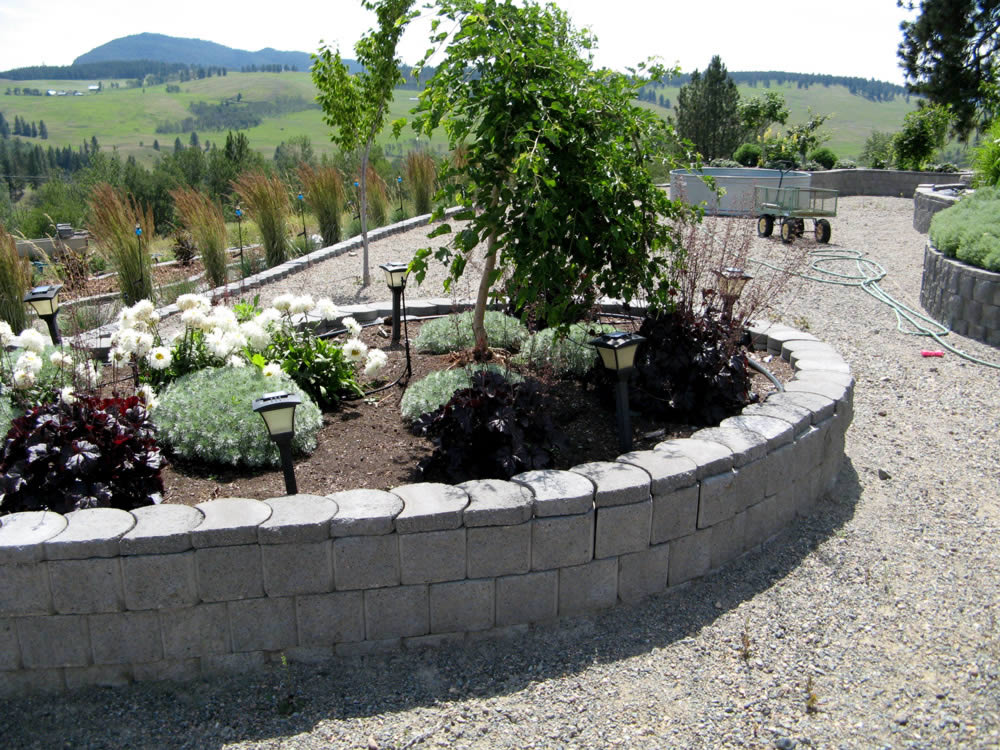 Diy versatile landscape blocks terraforce for Landscape blocks
