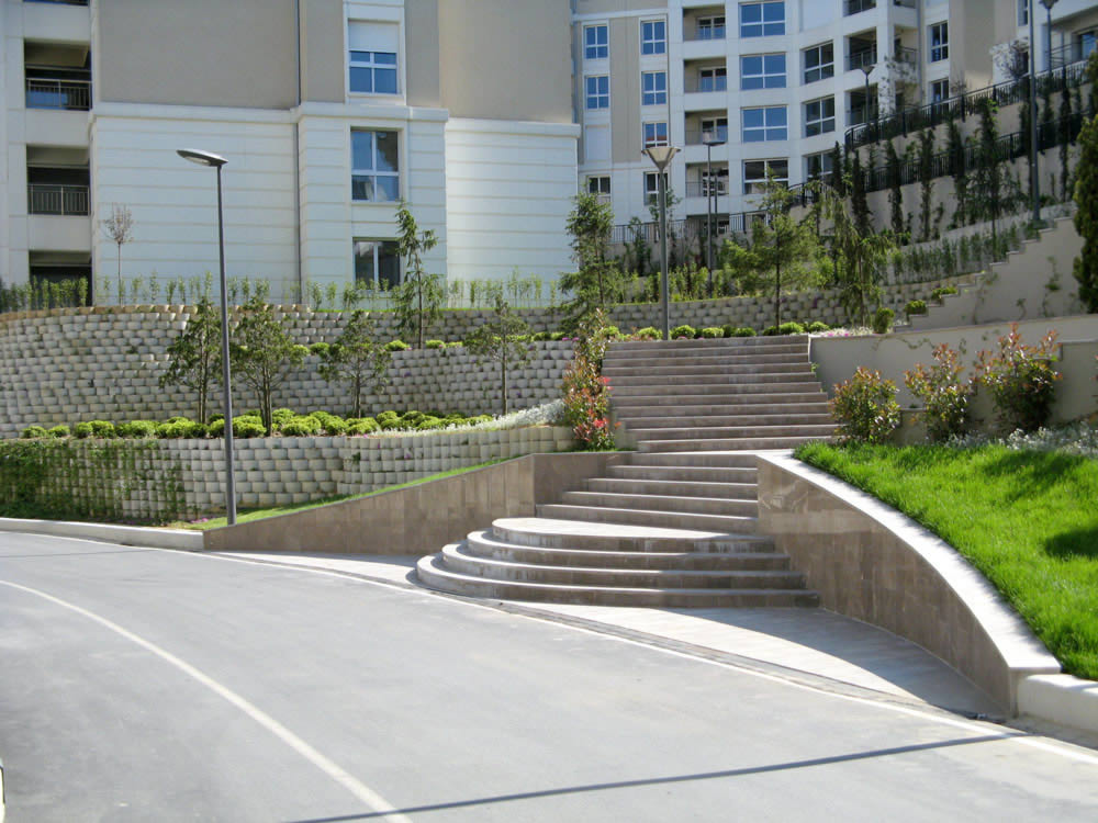 Retaining walls in different tracks, length and heights