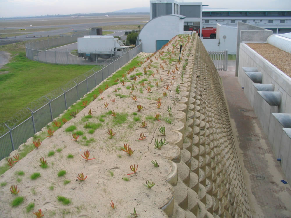 Noise and blast barrier at an airport
