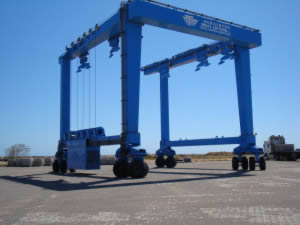 travelling boat-lifter weighing 100 tons - capable of lifting 200 ton boats with a beam of 10.2m