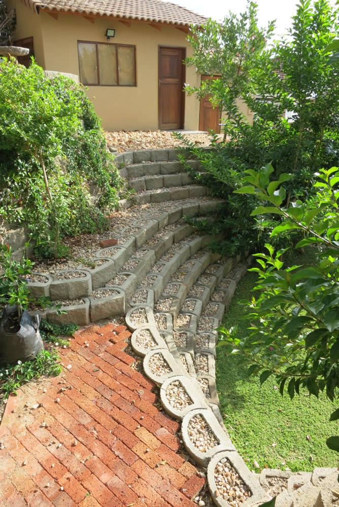 Backyard garden retaining wall