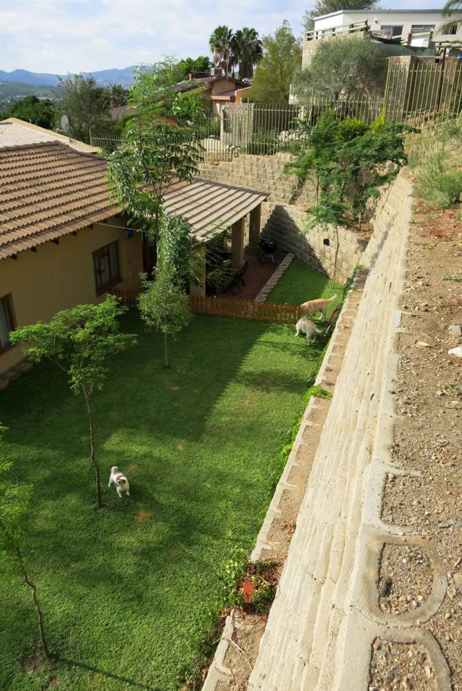 The retaining wall increases the space of the backyard
