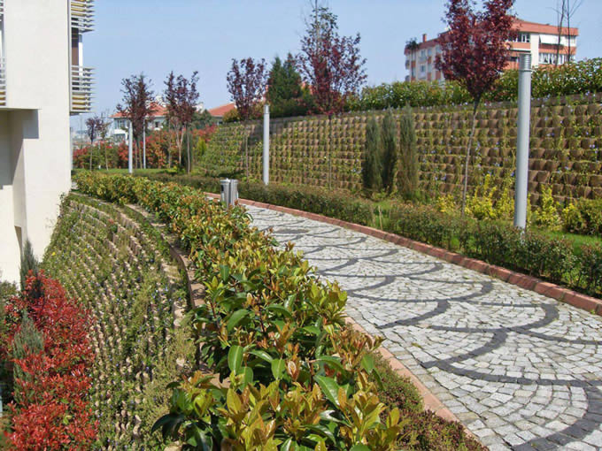 Cut slope retaining wall with good planing