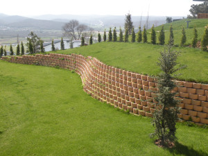 Residential cut slope retaining walls