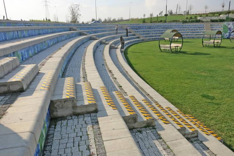 Large seating arena, 4x4 Multi Step block
