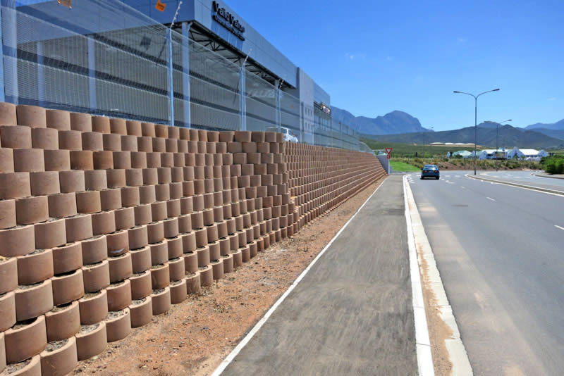 A space conserving wall for Nissan Dealership extensions