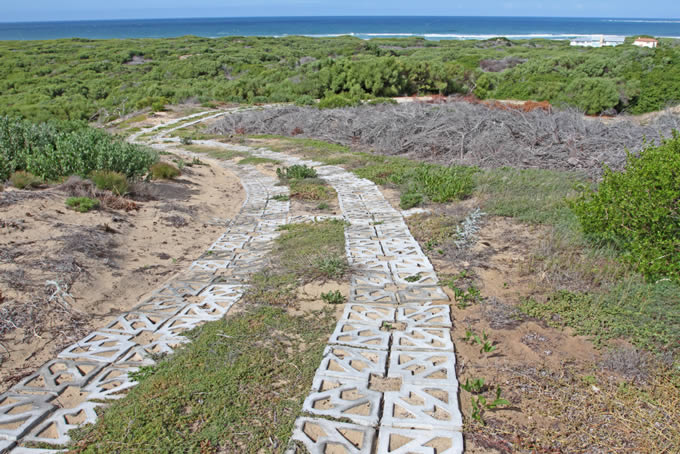 I have also attached some editorial for your consideration. It is a lovely piece on eco-surface jeep tracks at the Geelkrans Nature reserve.