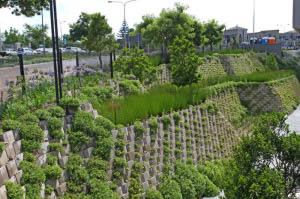 Terraced retaining wall design with Decorwall