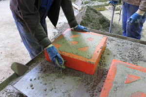 Filling the mould on vibrating table