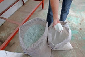 The byproducts: 3-6mm glass aggregate and glass dust