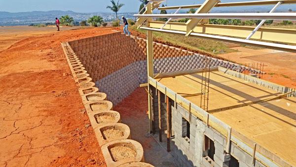 As construction proceeded on an ablution block at the foot of the grounds, it became necessary to retain the cut slopes between the building and existing access road above.