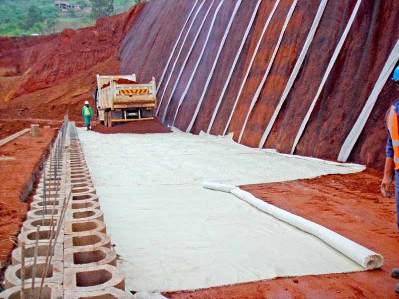 Geogrid reinforcing to the backfill is specified at intervals.