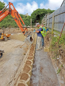 Filling and hand tamping of blocks.