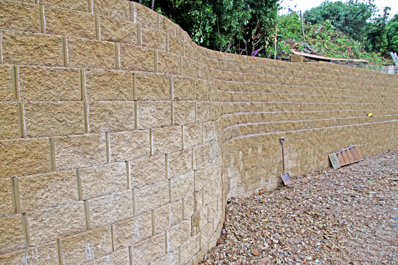 4 000 Terraforce L15 block wall, Rock, Conrwall, UK