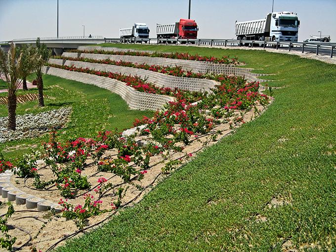 Salwa Doha, Clover Leaf Interchange retaining walls