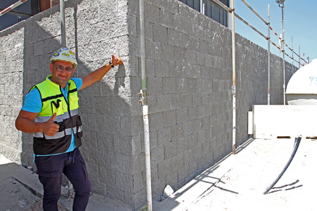 5/2018 – Reputable installer key to a good looking retaining wall!