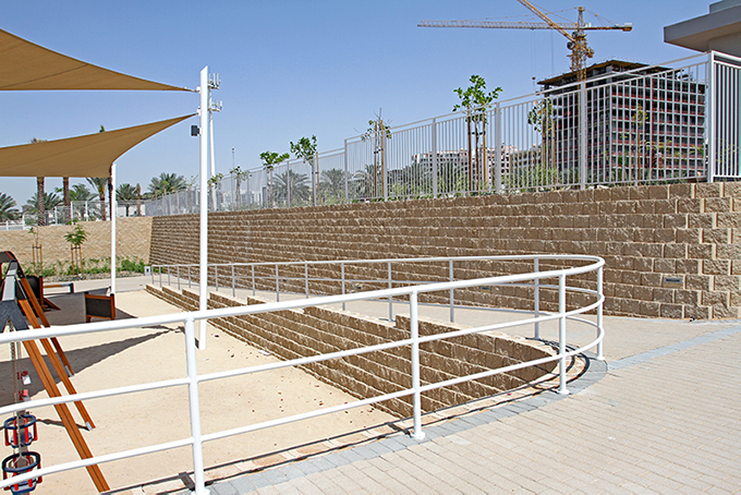 This building site, located at DSO (Dubai Silicon Oasis), Lake Park, needed a pedestrian ramp and vertical boundary wall