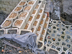 Terrafix blocks stabilise the ground below a weir installed with a double row of L11 blocks