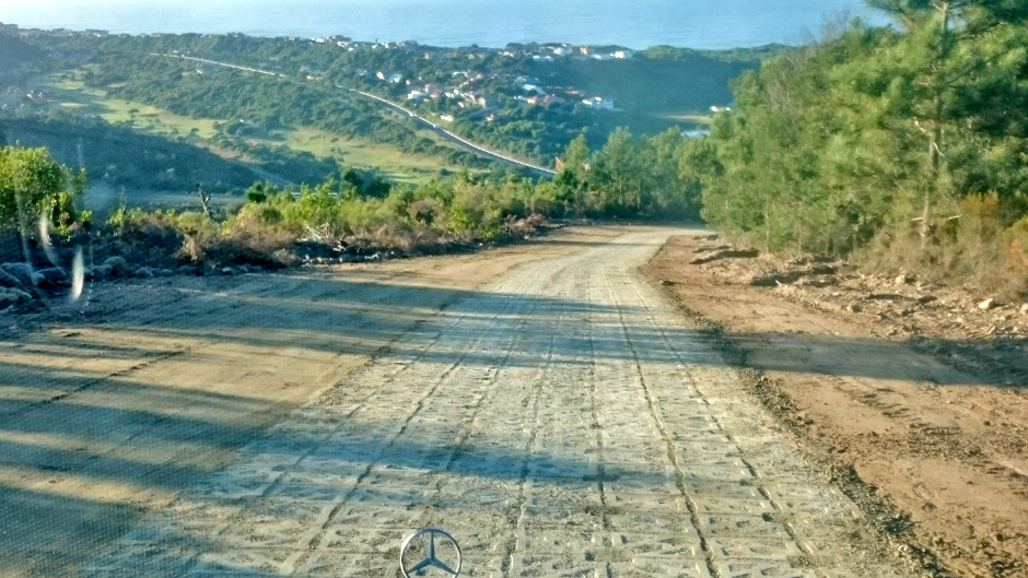 If the block strength is increased to 30Mpa then it works for low volume roads, as was implemented at Stasiekop Weg road with approx. 17% gradient
