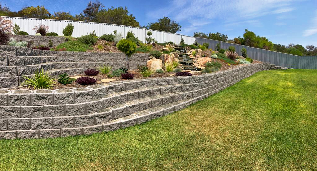 Rock face walls that gently curve along the existing site contours