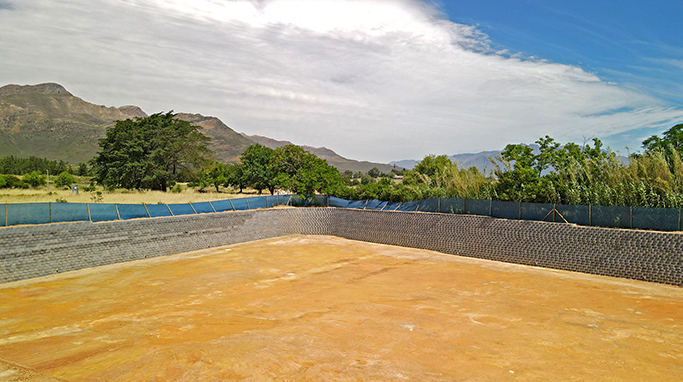 Charcoal round face finish Terraforce wall, Boschenmeer, Paarl