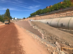 Block rows in progress adjacent to a 2,5 m diameter drainpipe